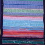 Streifenstoffbild mit blauem Farbverlauf